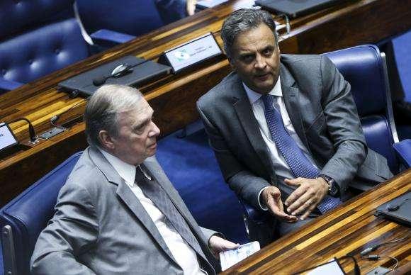 Senadores tucanos deixam para Aécio decisão sobre renúncia à presidência do PSDB https://t.co/fyg2pIFn8V