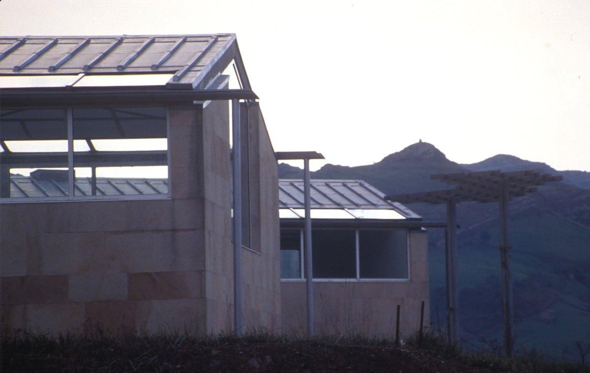 Hoy en #JuevesDeArquitectura 'Casa de la lluvia' de Juan Navarro Balde...