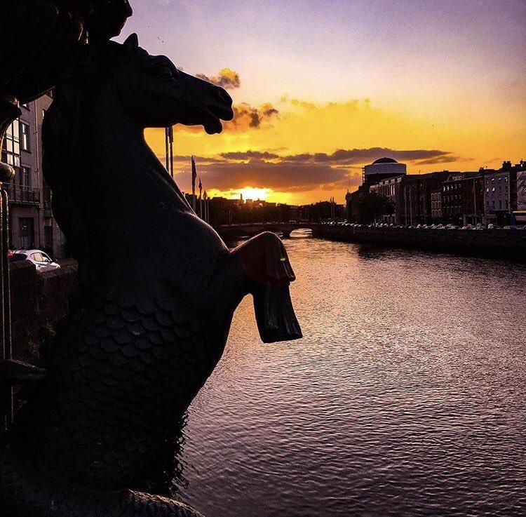 Raise your hand  if you LOVE Dublin City .  by IG:eulergrj  #dublincity #ireland #irish_daily #visitdublin #sun #500pxrtg<br>http://pic.twitter.com/Ecds3VuKTS