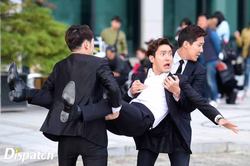 [HD PIC] 171019 Naver Star Cast Update - Why are you being dragged on, actor Siwon? Kkk~ [3P] https://t.co/5EF5gxGiWu