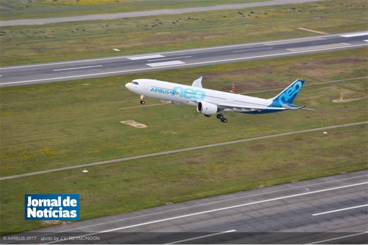 Novo Airbus A330neo levantou voo para primeiro teste em França https://t.co/n6TRtDj6bm
