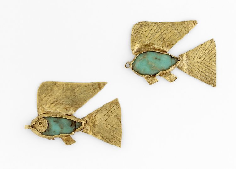 Fish amulets (nekhau) were attached to the end of the plait of a child or young female as a charm against drowning.  1900- 1800 BCE #Egypt <br>http://pic.twitter.com/ZbiCr2QgvD
