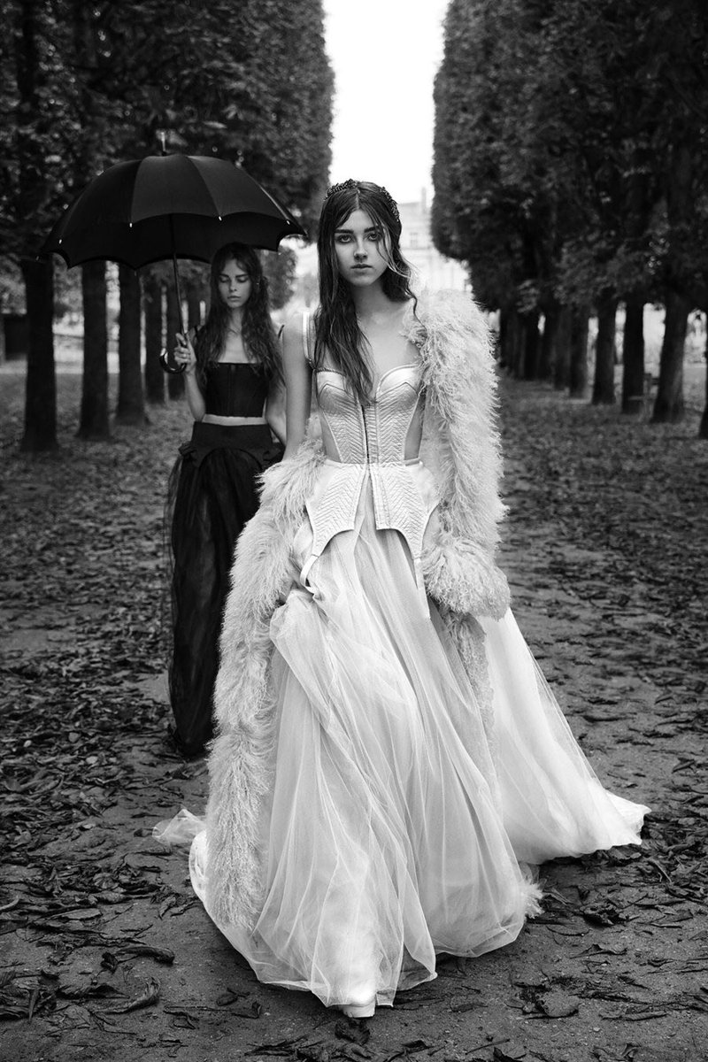 Look from the Vera Wang spring 2018 runway collection ♡ #bridalfashionweek <br>http://pic.twitter.com/ch6FMb0eF0