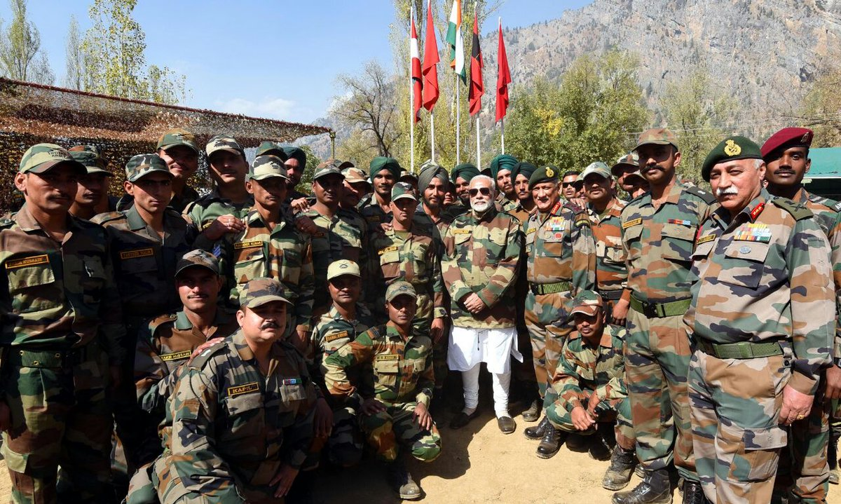 #PM @narendramodi alongwith #COAS , #ArmyCdrNC &amp; #ChinarCorpsCdr celebrate #Diwali2017 with the #troops . @adgpi @NorthernComd_IA @PMOIndia<br>http://pic.twitter.com/wYiUrDhk0d