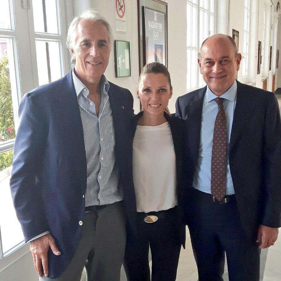 Jesi, città di campionesse e di campioni... Con @VVezzali e il Sindaco Massimo Bacci per parlare di impiantistica sportiva a 360 gradi!! https://t.co/vOU6lCCeQL