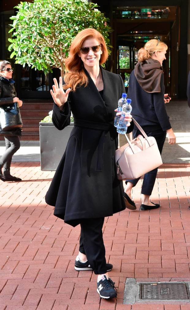 In case you&#39;re having one of those days, here&#39;s Sarah Rafferty in Dublin.  http://www. independent.ie/style/celebrit y/celebrity-news/suits-star-sarah-rafferty-enjoys-fivestar-trip-to-dublin-to-celebrate-her-birthday-36242139.html &nbsp; …  #Darvey #Suits <br>http://pic.twitter.com/ijHsLtbdEF