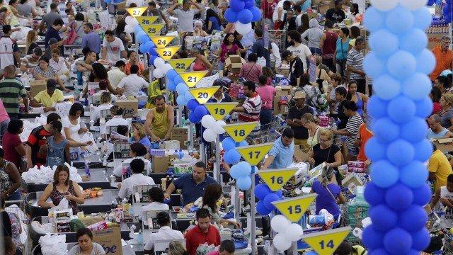 Aniversário Guanabara: desempregada 'vende' lugar na fila para consegu...
