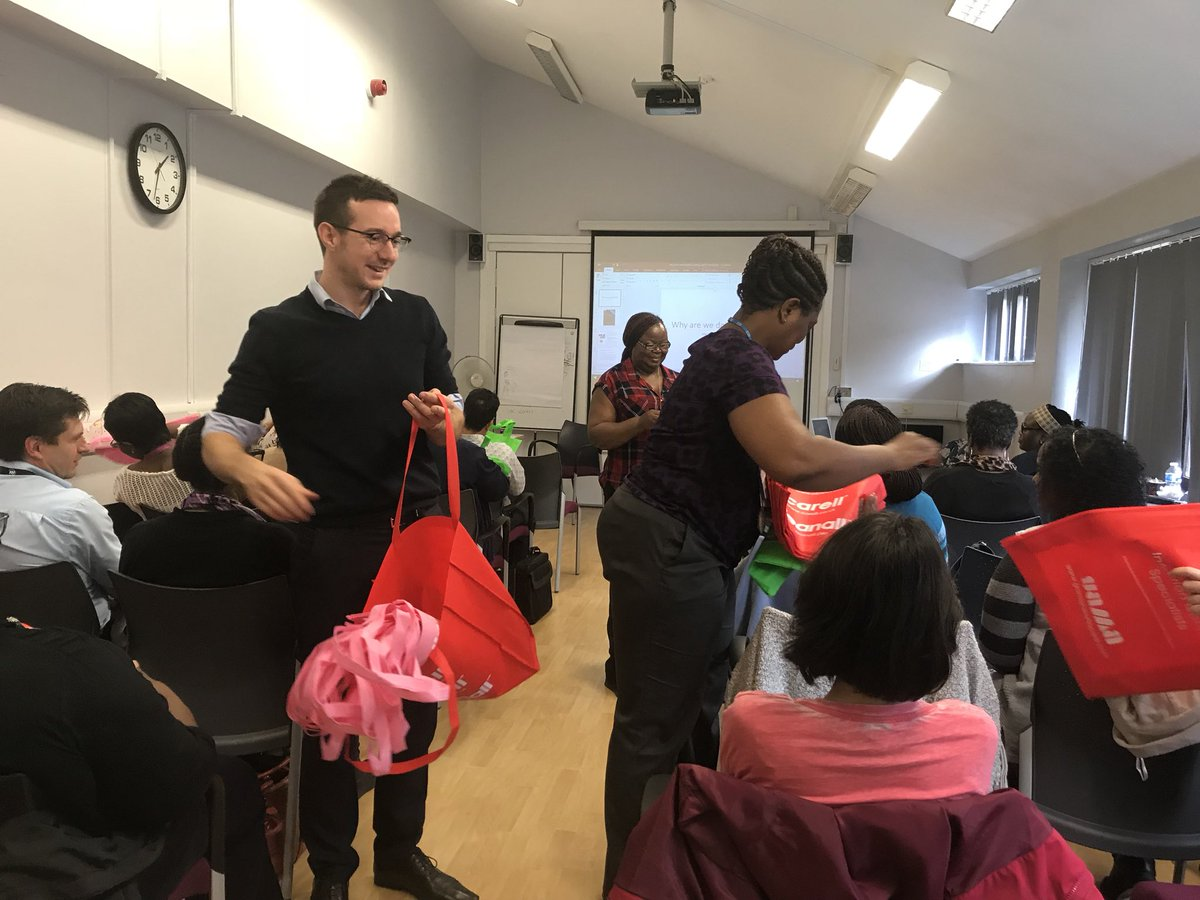 .@Clinell's @samclinell starts off the decontamination of equipment session with freebies. #infectionprevention <br>http://pic.twitter.com/wGMLfxr3VN