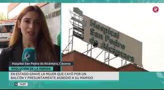 En estado grave la mujer que cayó de un tercer piso en Cáceres. Se investiga si se lanzó después de herir a su marido con un cúter. #EXN https://t.co/XGS6m6sR37