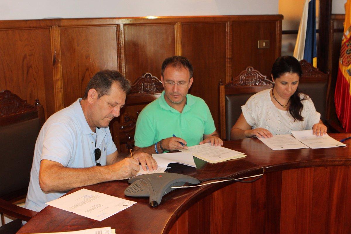 Firman un convenio para el desarrollo y...