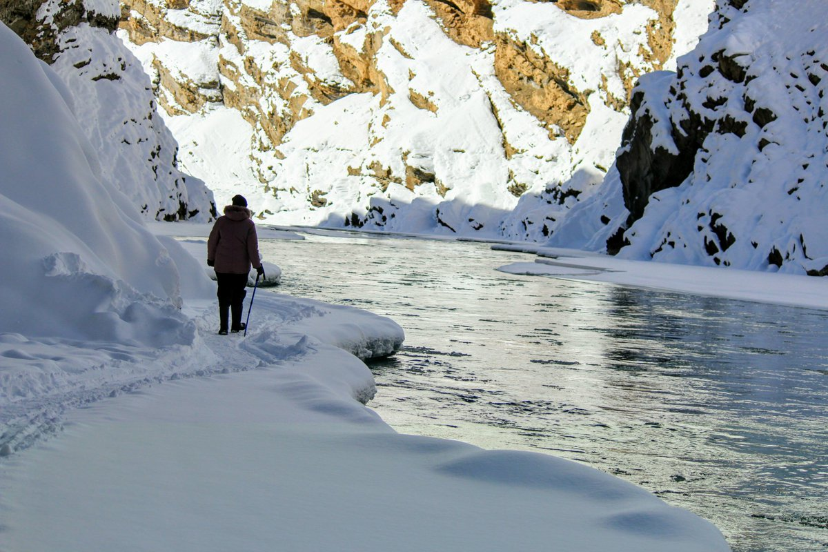 Frozen river walk in #Ladakh at 23000/- from 20th to 28th Jan. #trekking #winteriscoming #himalayas<br>http://pic.twitter.com/WvJ5Ic7Qd9