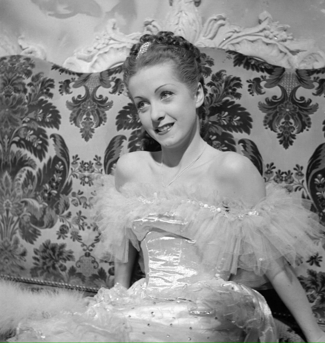 Adieu to the divine Danielle Darrieux.  100 incredible years, beauty and art.  #farewell #danielledarrieux<br>http://pic.twitter.com/gRp9vmsrkz