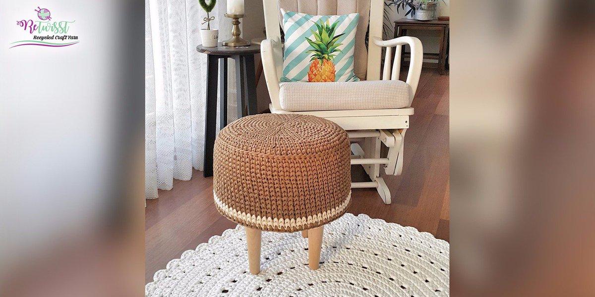 Decorate your home with a knitted pouf #retwisst #tshirtyarn #fabricyarn #yarn #tapeyarn #trapillo #textilgarn #stofgarn #ribbon #xxlace<br>http://pic.twitter.com/1ZYtzwcfD5