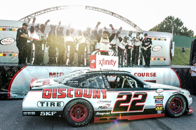 #TBT to @SamHornish getting the hometrack win at the 2017 #MOChallenge. What a crazy race that was! <br>http://pic.twitter.com/NuFhrrcEiN