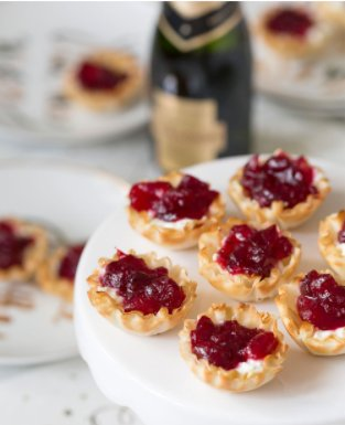 #Bourbon-Infused Cranberry Bites... Because it&#39;s #FridayEve, and that&#39;s good enough for me!    http:// chewyourbooze.com/resource/bourb on-infused-cranberry-bites/ &nbsp; …  <br>http://pic.twitter.com/QaGSYtrzGf
