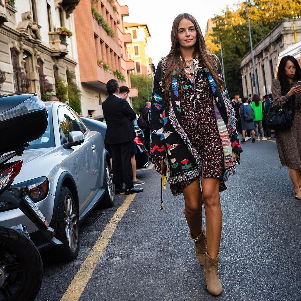 Milan Fashion Week SS18 @carlottaoddi . . : @walkingcanucks  #mfw #milanfashionweek #fashionweek #milan  #streetstyle #streetfashion #stre…<br>http://pic.twitter.com/Cpigi0kPUk