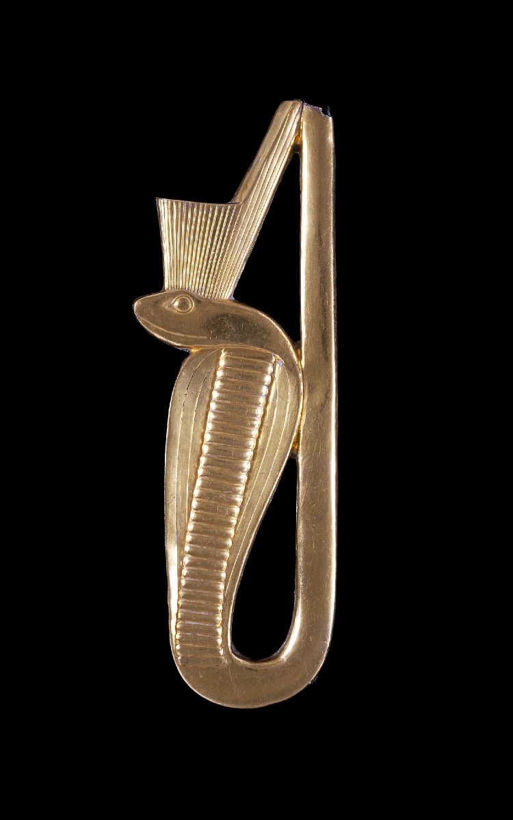 A gold Uraeus from the Roman Period. The rearing cobra spat fire at the sun god&#39;s and pharaoh&#39;s enemies  http://www. britishmuseum.org/research/colle ction_online/collection_object_details.aspx?objectId=111542&amp;partId=1 &nbsp; …  #Egypt <br>http://pic.twitter.com/94uvWcVb6a