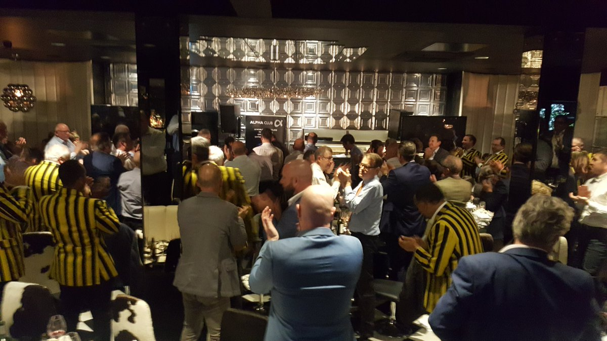 Standing ovation for the mighty, funny and inspirational @DoddieWeir5 #rugbyfamily <br>http://pic.twitter.com/MaQju5JVBh