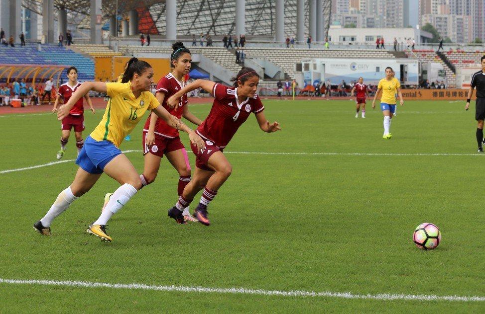 Bia, autora do 3º gol do #Brasil, já projeta o próximo jogo da #SeleçãoFeminina, contra a Coreia do Norte. Veja >> https://t.co/MW0d3BTEpZ