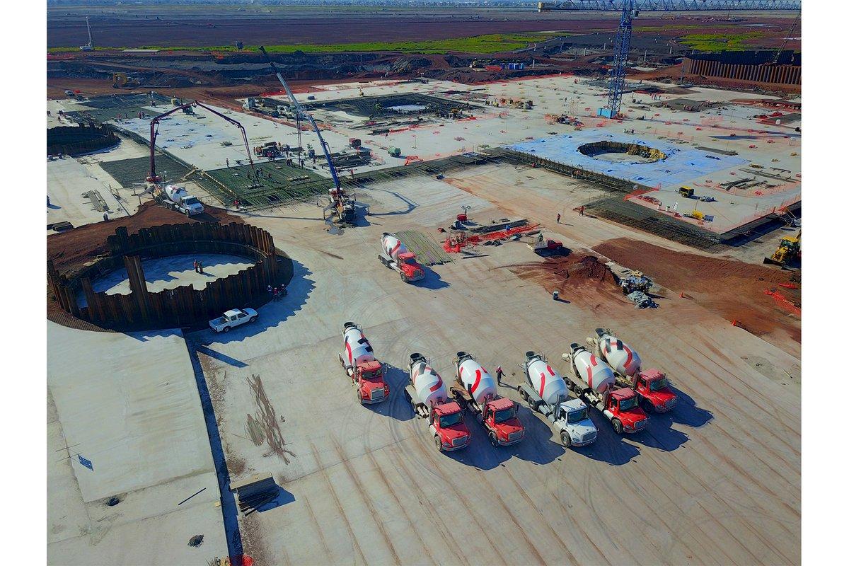 #PressRelease: LafargeHolcim supplies eco-friendly high-performance concrete for new Mexico City airport  http:// lafargeholc.im/2gT2uzI  &nbsp;  <br>http://pic.twitter.com/NRpNNGa35F