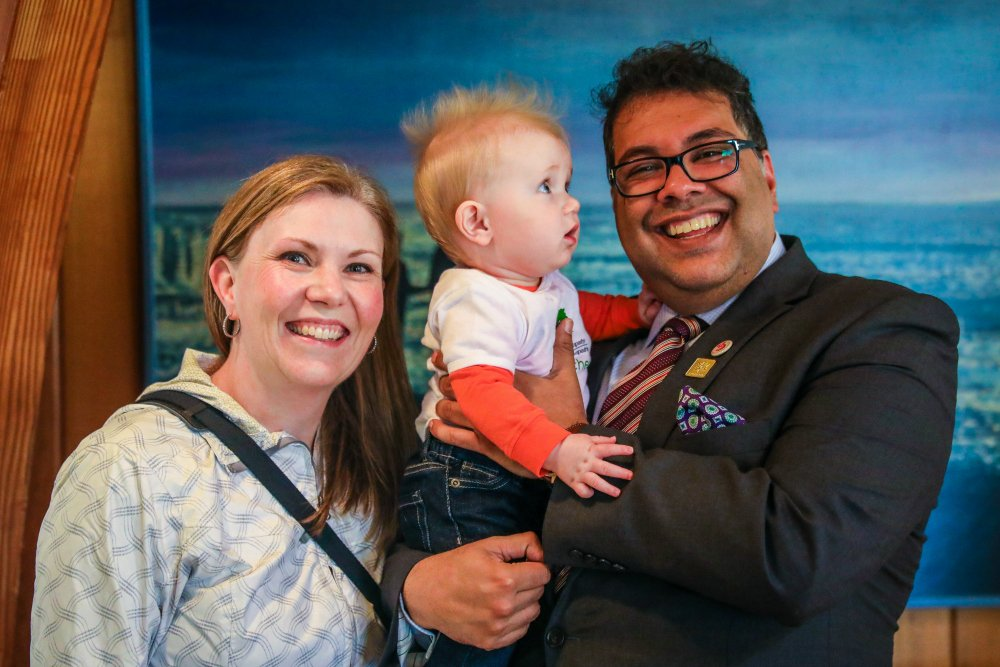 Congratulations to a great supporter of @RootsofEmpathy @Nenshi on his re-election as #CalgaryMayor.  #Children love his million-watt smile. <br>http://pic.twitter.com/OolCgqB3NQ