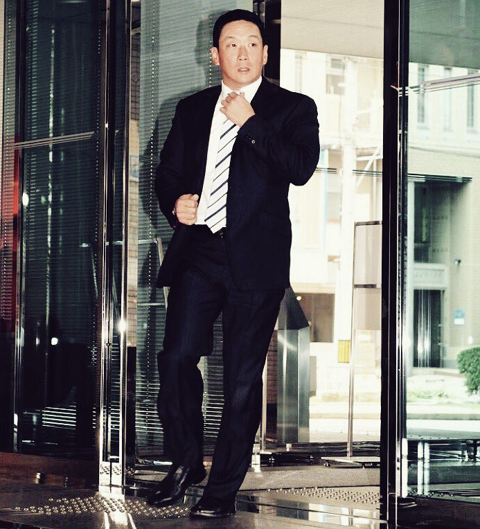 &quot;Tomoaki Kanemoto&quot; is the world record holder. #TomoakiKanemoto #baseballmanager #hanshin #tigers #suit #style #cool  https://www. daily.co.jp/tigers/2017/10 /19/0010655541.shtml &nbsp; … <br>http://pic.twitter.com/hiir7yu6k4