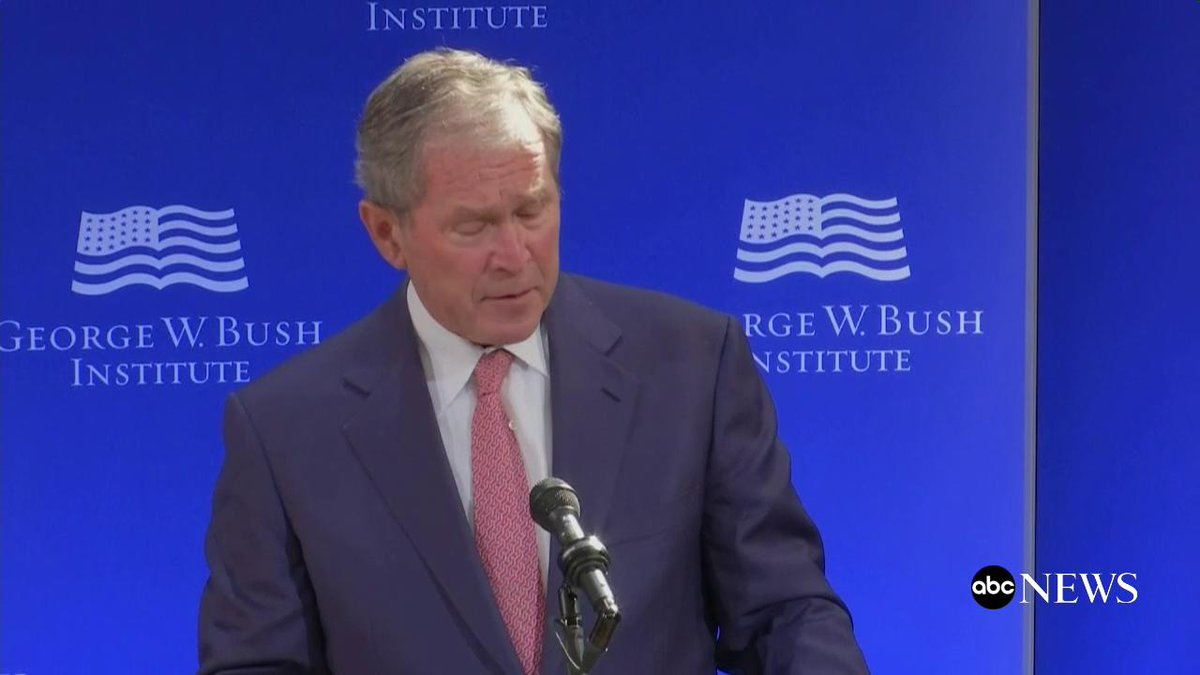 Oud-president Bush: 'Onze politiek lijkt meer kwetsbaar voor samenzweringstheorieën en regelrechte fabricaties.' Lijkt op een rechtstreekse aanval op Trump, zonder zijn naam te noemen