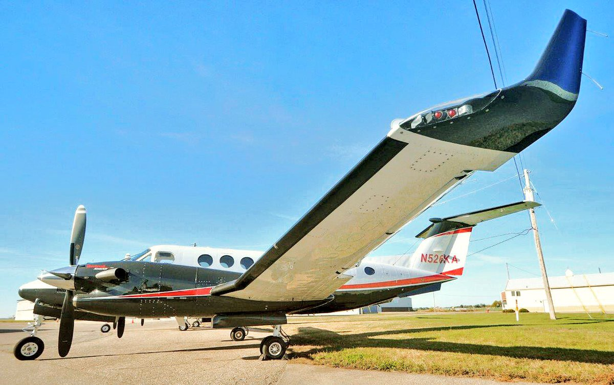 My, what long wings you have!   - the better to fly you with!   #kingair #350 <br>http://pic.twitter.com/okt9KrHfV4