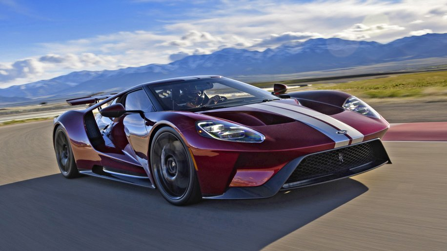 The @Ford GT is faster than the #Ferrari 458 Speciale and #McLaren 675LT:  http:// bit.ly/2kgLZ0e  &nbsp;  <br>http://pic.twitter.com/Fx2TvitMmM