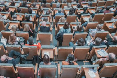 Are we better off with shorter presentations at conferences? @Dani_Barrington thinks so.  http:// j.mp/2xMvSwZ  &nbsp;   #ecrchat #phdchat<br>http://pic.twitter.com/eSnsJhgBTF