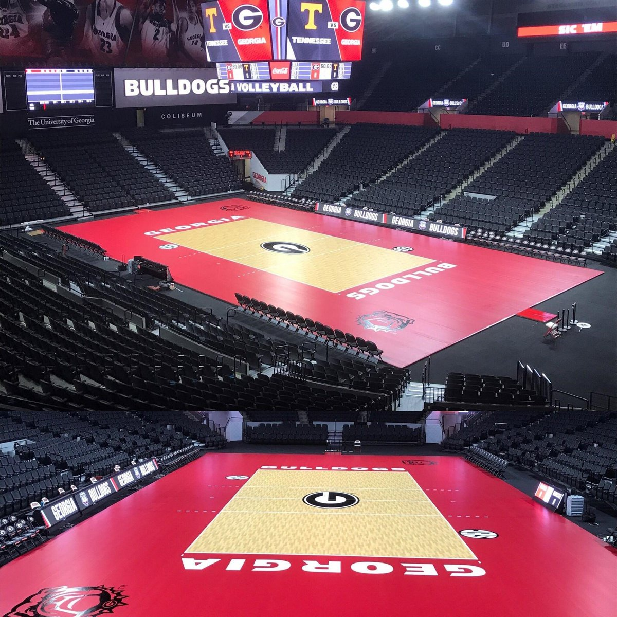 Have you seen the new @universityofga women's volleyball court? Check out the stunning Taraflex court here! #GoBulldogs #SSE #UGA https://t.co/d7CQMZnK6e