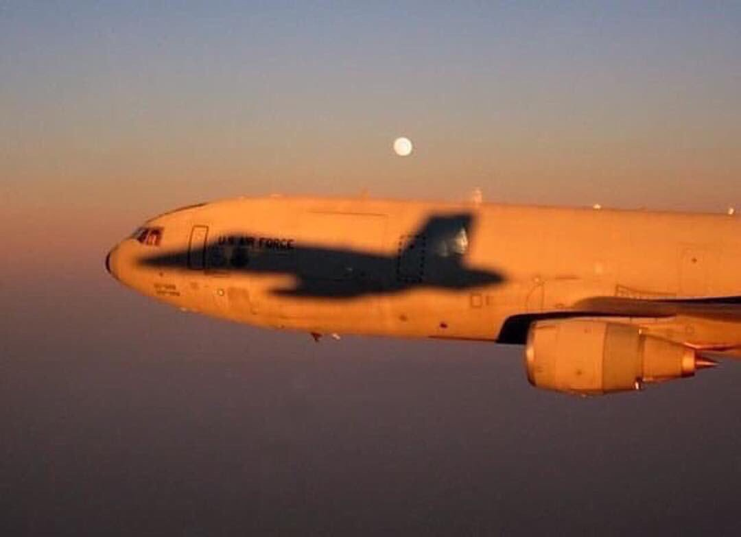 Awesome shot of #F18 #jet #fighter shadows on  #USAF KC-10 #aircraft after #refueling - via @Aviationdailyy<br>http://pic.twitter.com/57UYJ2eKiY