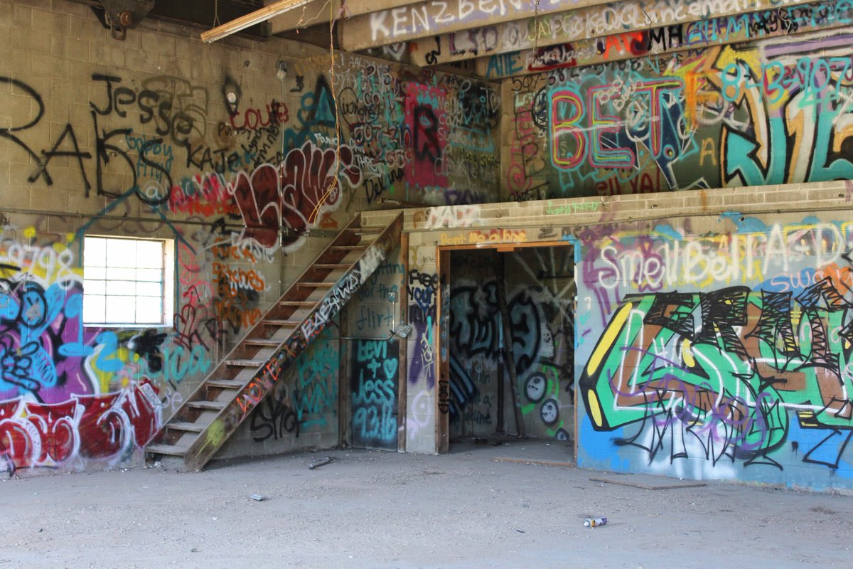A8. Went into an old building in @VisitMankato it was crazy #creepy #travelhappy<br>http://pic.twitter.com/4vGolFzdtm