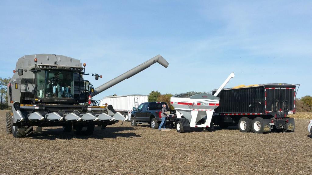 RT @Lake_Prairie_Ag Harvesting #yieldher...