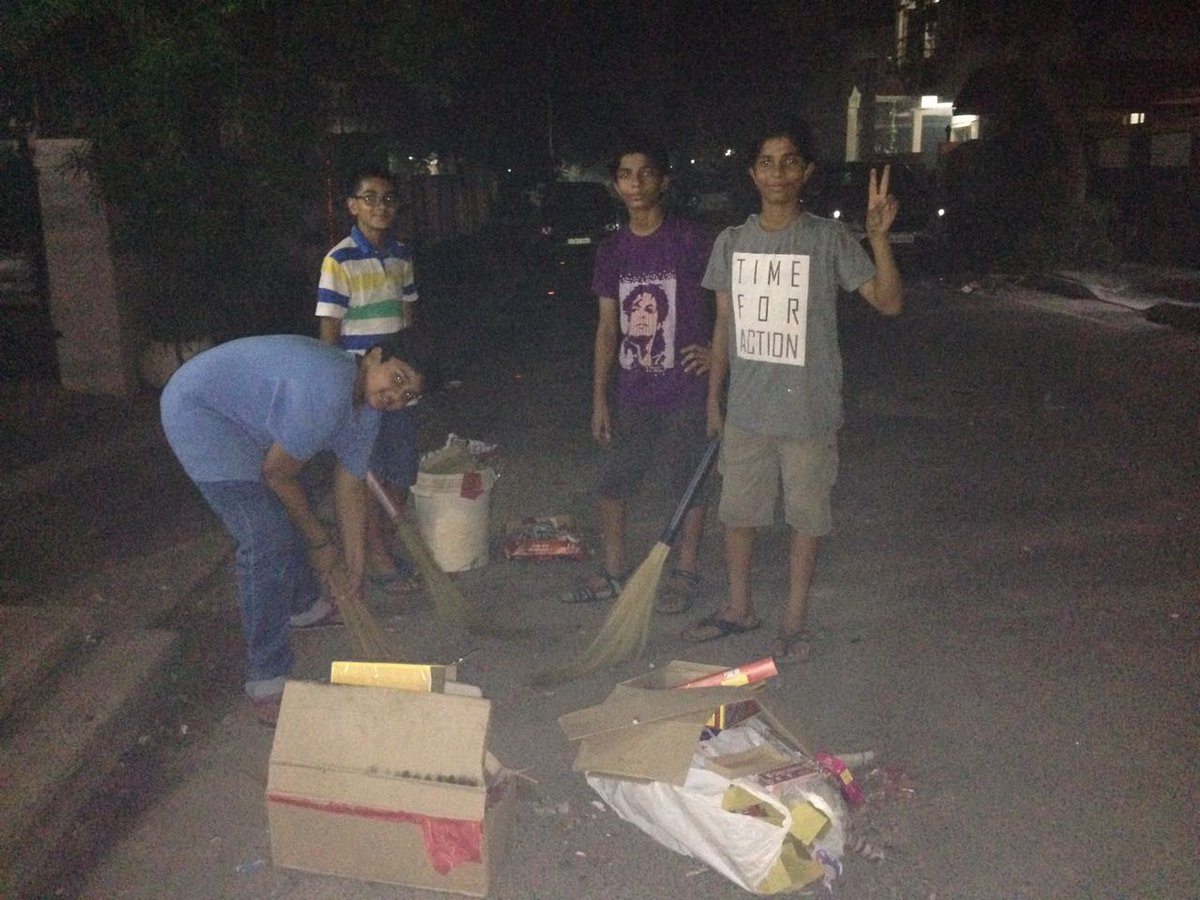 Proud of the boys in my neighborhood who cleaned up the mess after celebrating #Diwali   #SwachhBharat #royapettah #Chennai<br>http://pic.twitter.com/Mqc4fhfa28