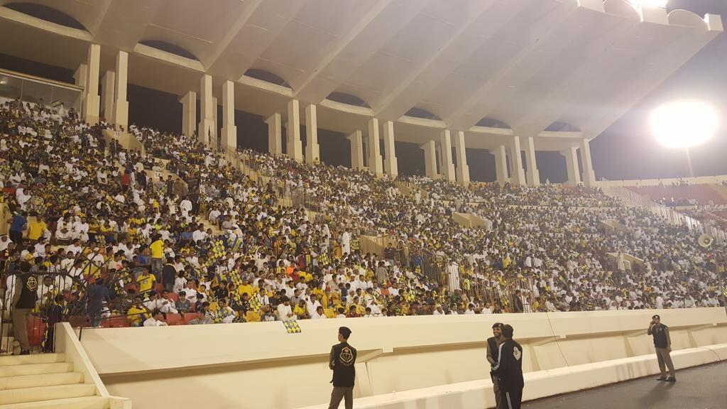 قرابة 8 الاف مشجع حضروا لقاء الفريق اليو...
