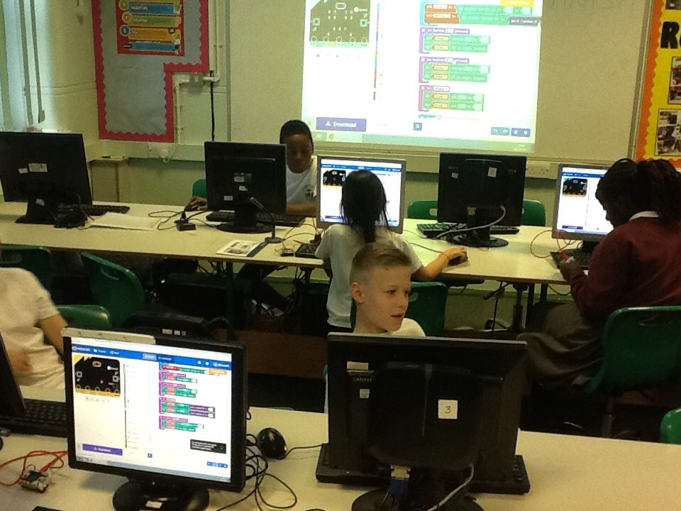 Did someone say @microbit_edu challenge? Easy work for the after school programmers at @StAnneStanley #code #microbit<br>http://pic.twitter.com/HNxhsCW3A0