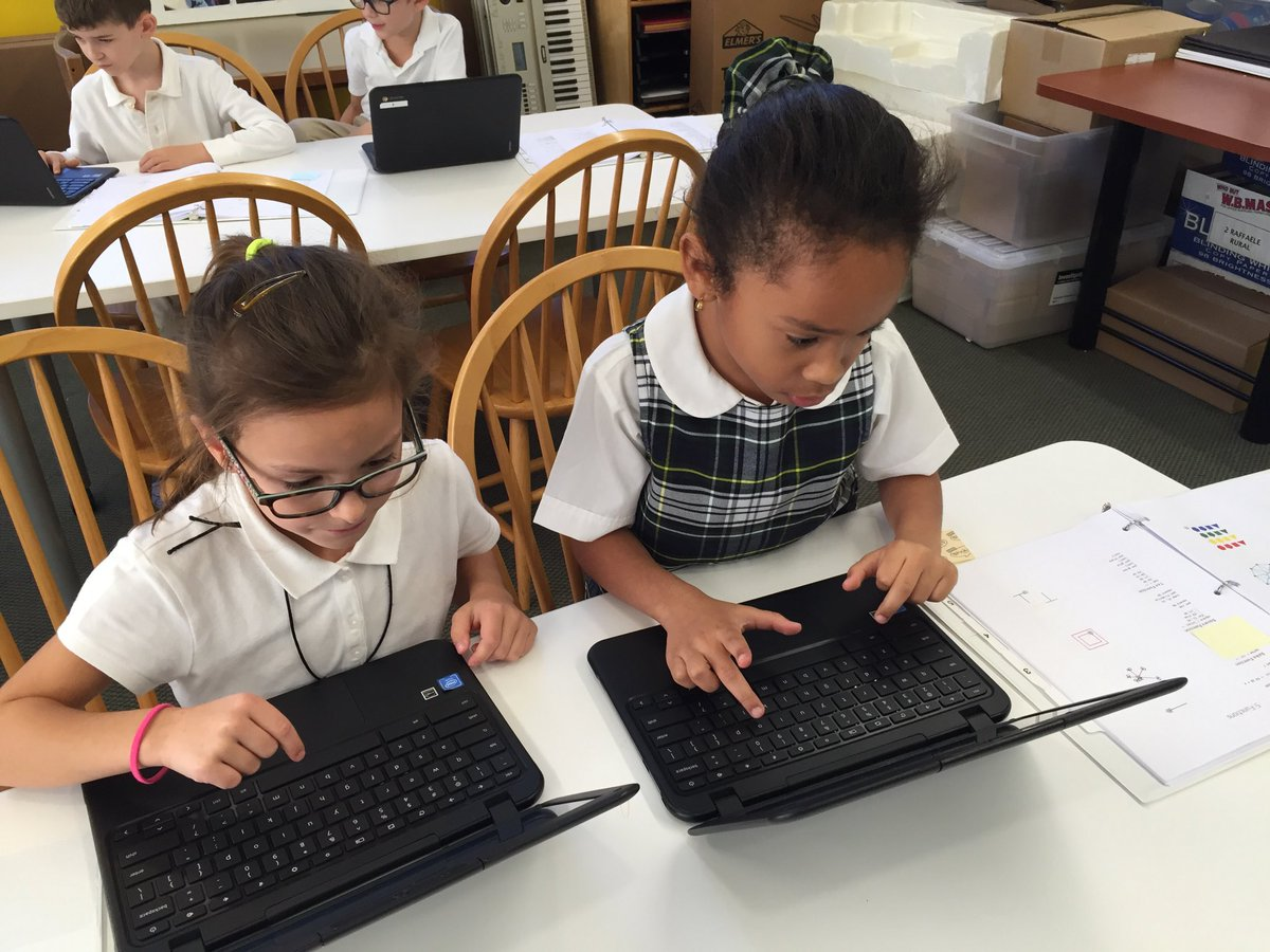 Girls who code start early @BuckleyCDS and delight in attempting new projects. #edtech #coding<br>http://pic.twitter.com/80W5FqrbII