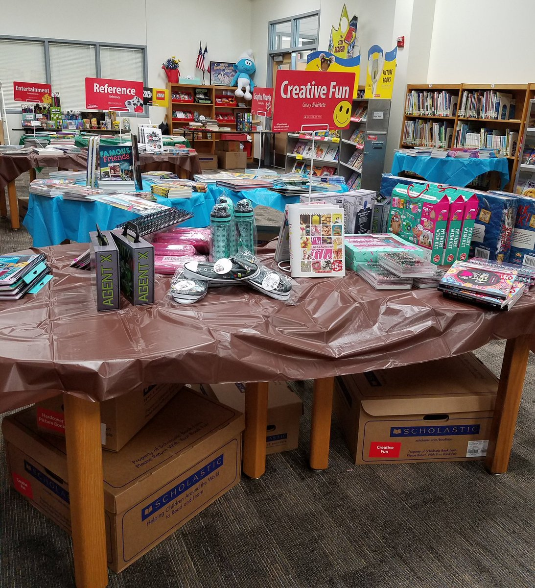 LRE is ready for the Book Fair! Thank you, Mrs. McCurdy &amp; 5th graders for your support! @MAnderson_iLead @LRELonghorns #BookFair #BookWorm <br>http://pic.twitter.com/9QUSAxH4EP