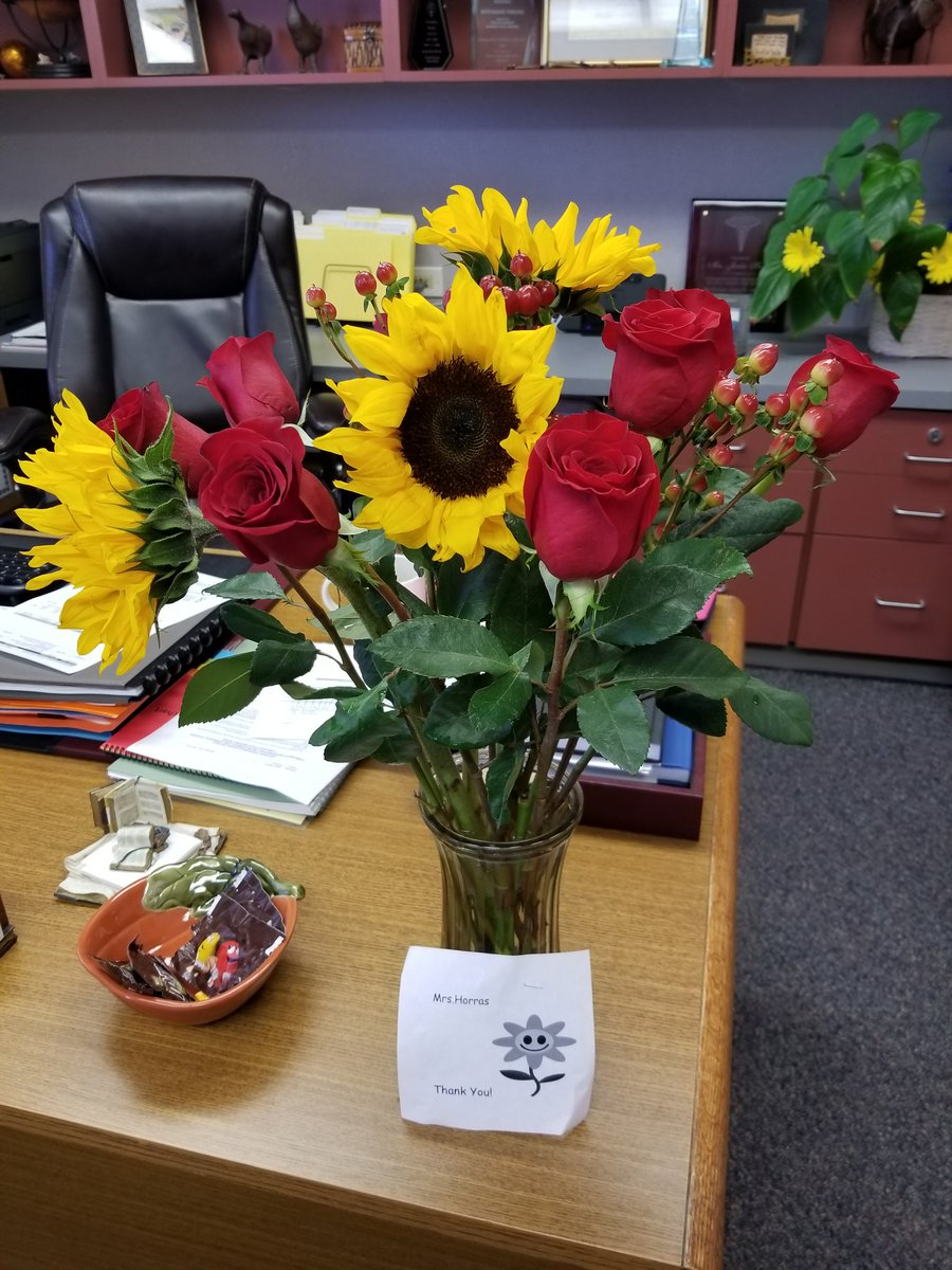 To the @NISDOConnorHS teacher who reached out to say thank you anonymously with these flowers,  NO, THANK YOU! #You&#39;reMyWhy <br>http://pic.twitter.com/jGvj7bNHDN