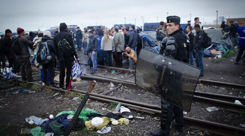 """@OlivierNorek """"Il y a plus de bombes lacrymogènes dans le commissariat de #Calais qu\"""