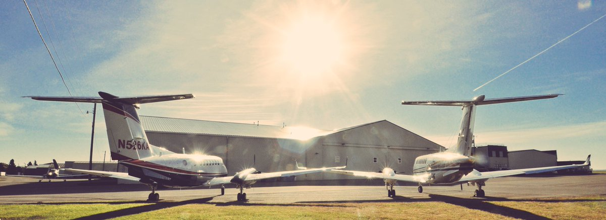 Holding hands, watching the sun rise on another great day #KingAir #avgeek<br>http://pic.twitter.com/65yHEUvIhk