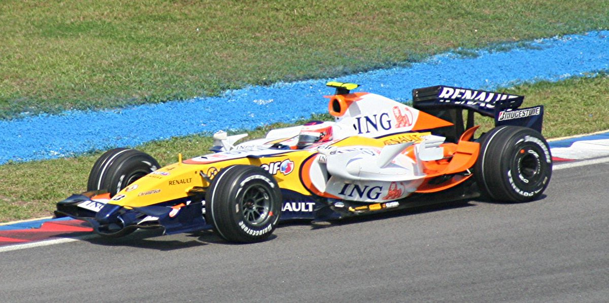 Heikki Kovalainen  in @RenaultSportF1 R27 scored his 1st #F1 points with an 8th place finish at Sepang, 2007 #MalaysianGP ( Mike Powell) <br>http://pic.twitter.com/pdpkM4jloJ