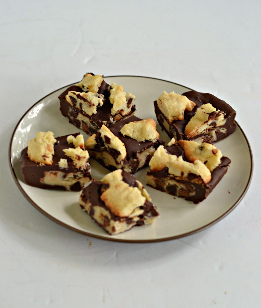 Like chocolate?  You&#39;ll love these Chocolate Chip Cookie Dough Candy Bars!   #Chocolate #dessert  https://www. hezzi-dsbooksandcooks.com/2017/10/chocol ate-chip-cookie-dough-candy-bars.html &nbsp; … <br>http://pic.twitter.com/qw71M3Rj8s
