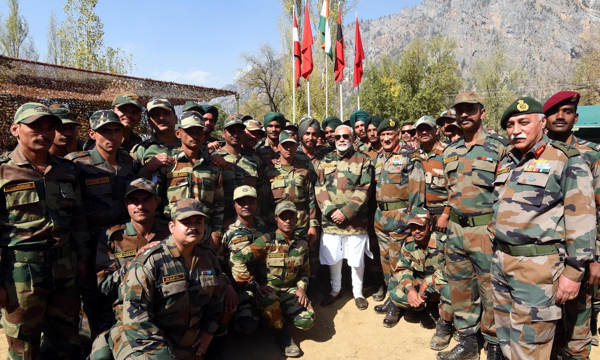 #20Oct #FridayFeeling  &quot;A national festival is an occasion to refine and rebuild the national character&quot; #NarendraModi  PM&#39;s Diwali in J &amp; K<br>http://pic.twitter.com/uxJjyr6iEl