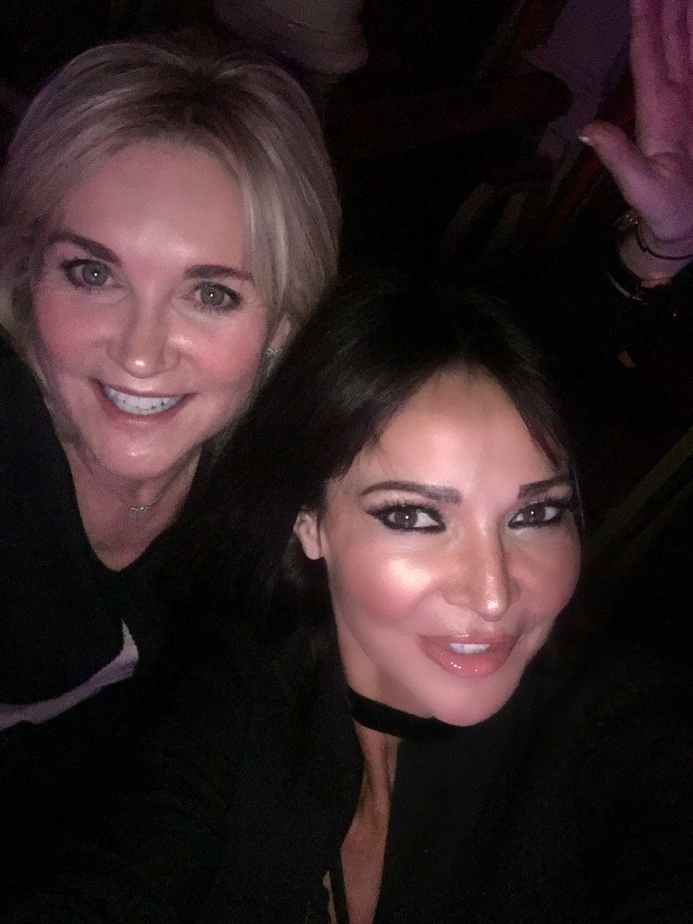 With my lovely @AntheaTurner1 at @thecorrsshow #thecorrs gotta catch a flight yikes ! https://t.co/HtLgyOEu7I