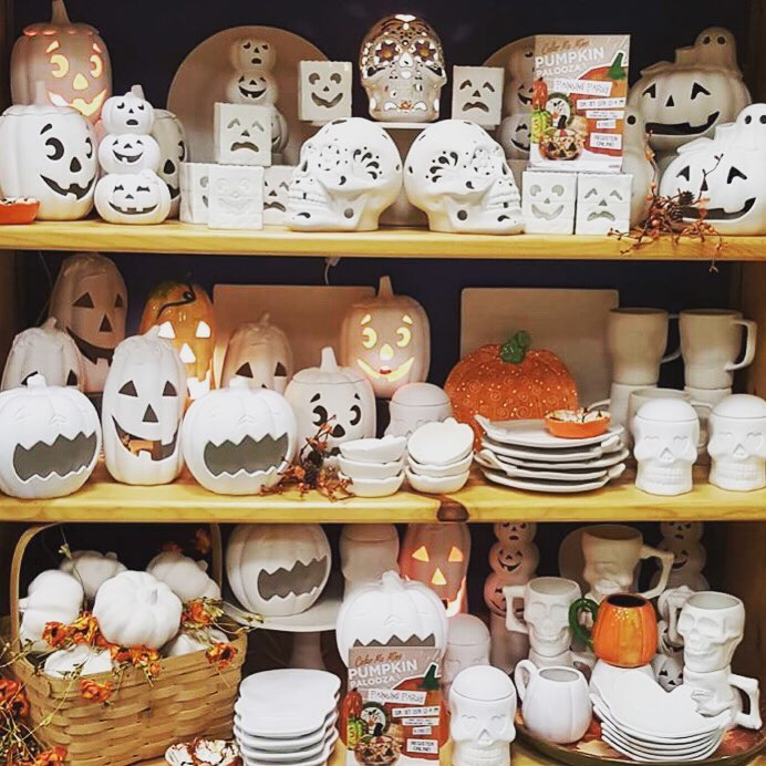 Bring the lil&#39; monsters &amp; sit for a spell @colormemine.  Hurry this #HalloweenDecor won&#39;t last long! #Folsom   <br>http://pic.twitter.com/AEqymOlJ3J