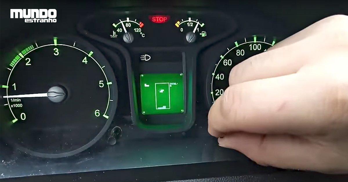 #BlogMeME Russo descobre que carro tem Tetris instalado, e para ativá-lo, ele precisa desvendar uma sequência: https://t.co/gI5HGWnf4Y