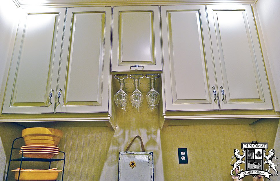 What are a few must-haves in your next kitchen?  Find more #kitchen ideas here:  http:// bit.ly/2q60GbN  &nbsp;   #HomeImprovement #Closets<br>http://pic.twitter.com/86TncrdxqJ