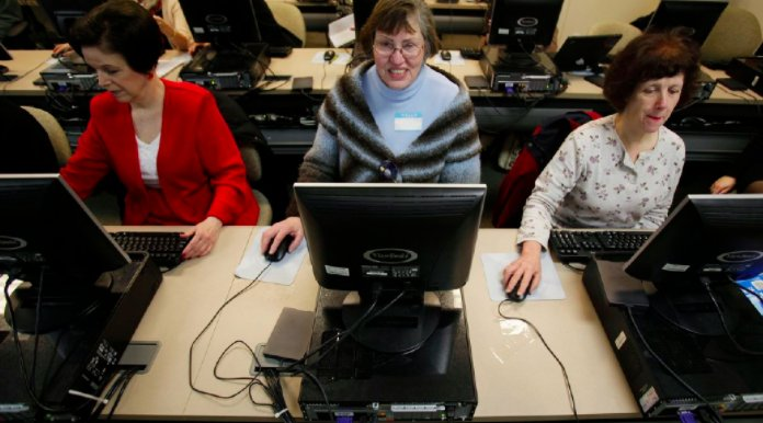 Bipartisan group of lawmakers pushes job training tax credits https://...